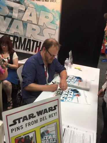 Chuck Wendig signing at the Del Ray booth